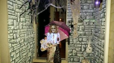 Jenna Halloween doorway